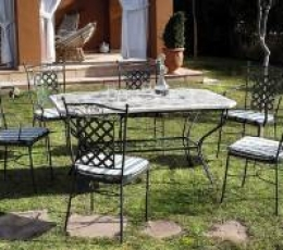 Mobiliario casa jard n aracat camping for Casa mobiliario jardin