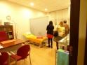 Asistentes conociendo nuestra sala de Podología.