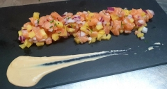 Tartar de salmón y piña