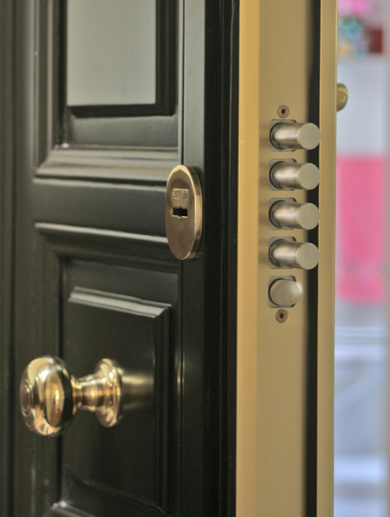 Puertas de entrada acorazadas - Cerraduras puertas blindadas ...
