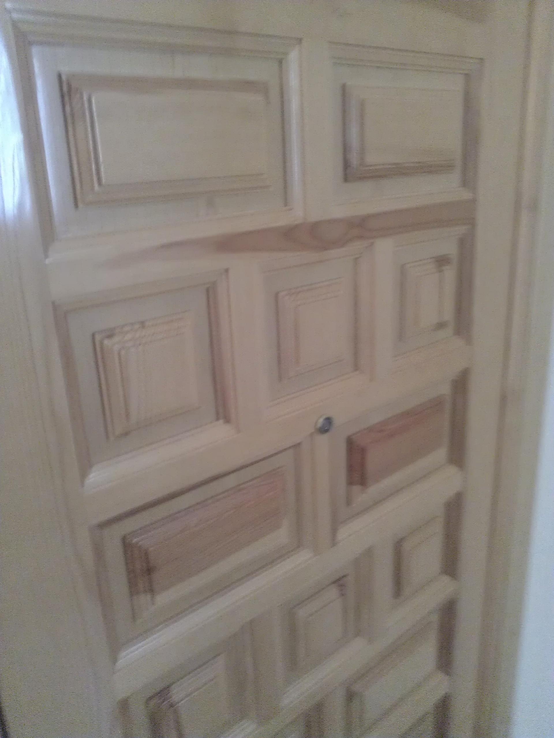 Puertas de entrada blindadas for Puerta castellana pino