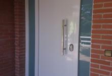 Puerta con Fijos laterales y Cristal de Seguridad