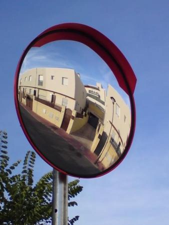 Espejos de tr fico para cruces y salidas de aparcamiento for Espejo que se abre