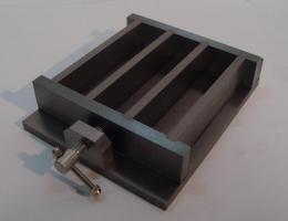 Molde triple para probetas de 4x4x16cm.