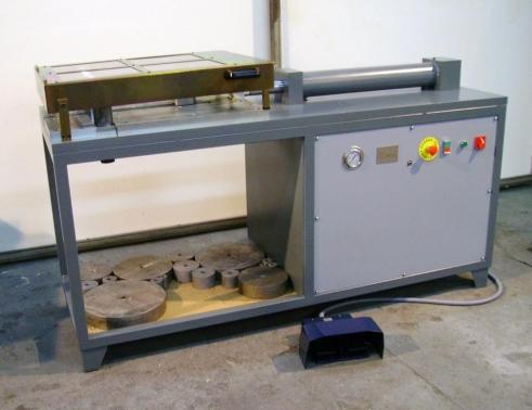 Máquina para doblado y desdoblado de barras de acero.