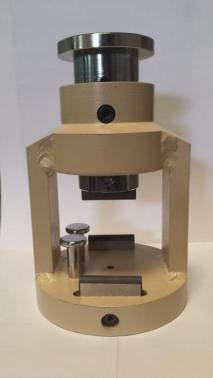Dispositivo de ensayo a flexión en probetas de 4x4x16cm.