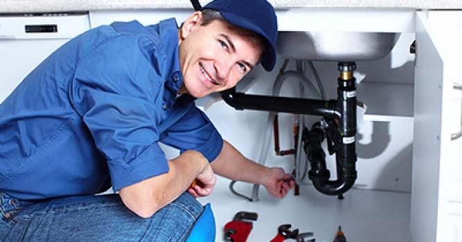 Seguros para cada profesión (I): ¿qué riesgos debe cubrir un fontanero?