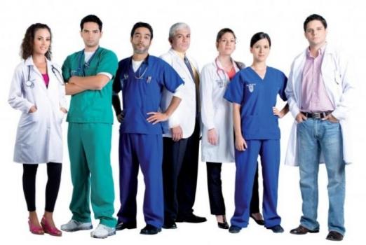 profesionales de la salud: médicos, enfermeros, celadores...