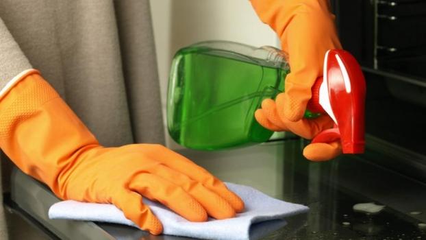 Negocios en las comunidades de propietarios (IV). Riesgos profesionales en el sector de limpieza