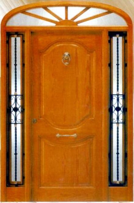 Puerta de exterior de madera maciza rivas almacenes for Puertas hierro exterior