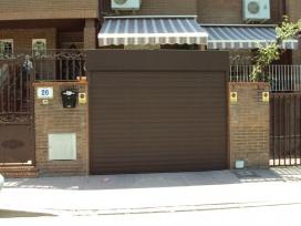 Cierre enrollable de aluminio para puerta de garaje