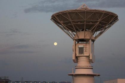 Estaciones de Tierra para centros de control de satélites