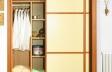 Puertas deslizantes paneles de melamina de cerezo y polilaminado crema