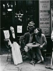 Kissing at cafe table, Paris