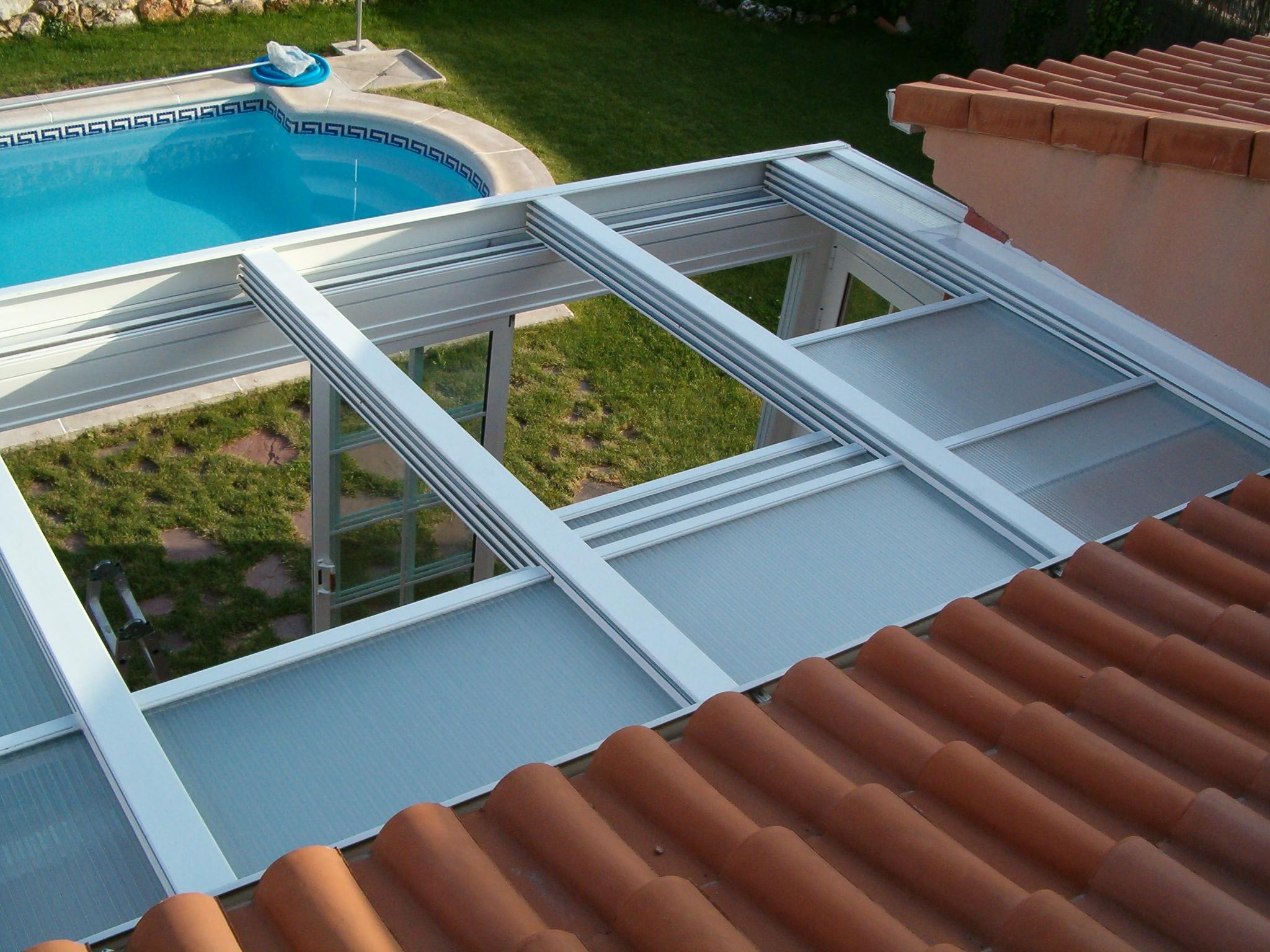 Techo m vil con policarbonato aluminios y persianas - Como instalar un techo de policarbonato ...