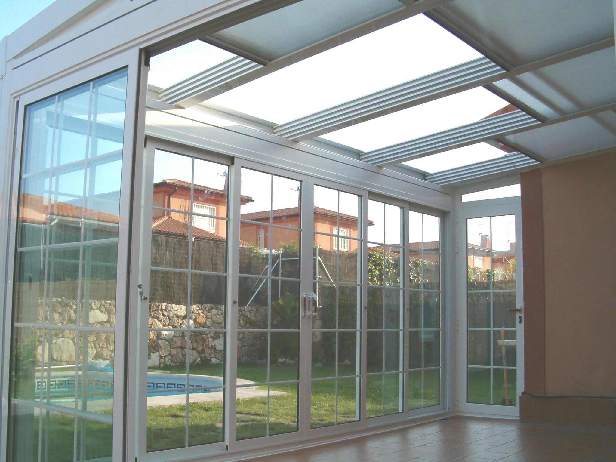 Techo m vil con policarbonato aluminios y persianas for Precios de toldos para balcones