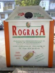 Don Benito instala diez contenedores para reciclar aceite