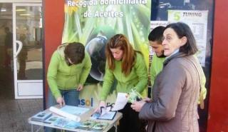 Olivares celebra una campaña de recogida de aceite usado