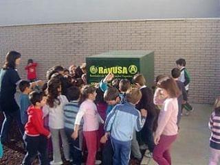 El Área de Sostenibilidad sensibiliza a escolares y sus familias sobre el reciclado de aceite doméstico
