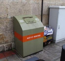 El Concello colocará contenedores para recoger ropa, calzado y aceites domésticos