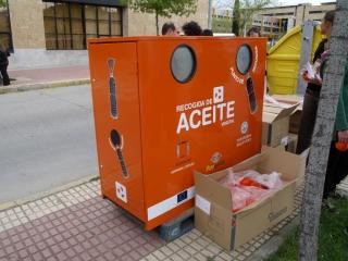 El robo de aceite doméstico de los contenedores naranjas aumenta un 68 por ciento en el último año