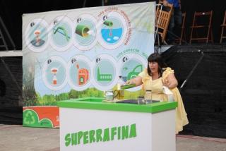 """La campaña """"Súmate al naranja"""" estrena la obra """"Superrafina"""" en Abanto-Zierbena"""