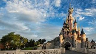Disneyland presume de reciclar el aceite de freír como biodiesel.