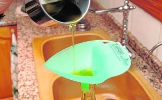 Valencia vierte más de tres millones de litros de aceite usado al alcantarillado al año.