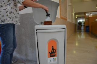 Villanueva de La Cañada instala contenedores para la recogida de aceite doméstico usado.