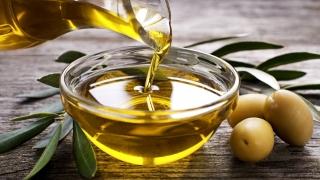Lo que debes saber antes de mezclar dos aceites para freír.