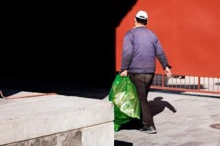 ¿Cómo debe eliminarse la basura de hogares con COVID-19?