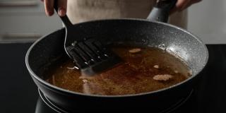 Es necesario saber que la calidad del aceite baja después de su primer uso para cocinar.