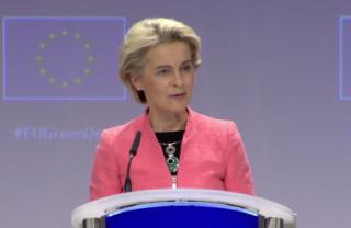 La presidenta de la CE, Ursula von der Leyen, durante la presentación del nuevo paquete legilativo