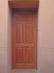Puerta exterior plafonada de una hoja