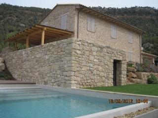 Finalizada la carpintería exterior e interior para la masía de lujo de Fuentespalda (Teruel)