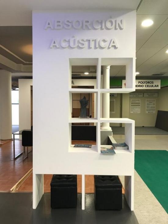 Muestra estantería hecha con escayola