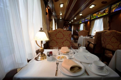 Do yo imagine to plan your meeting on a luxury train?