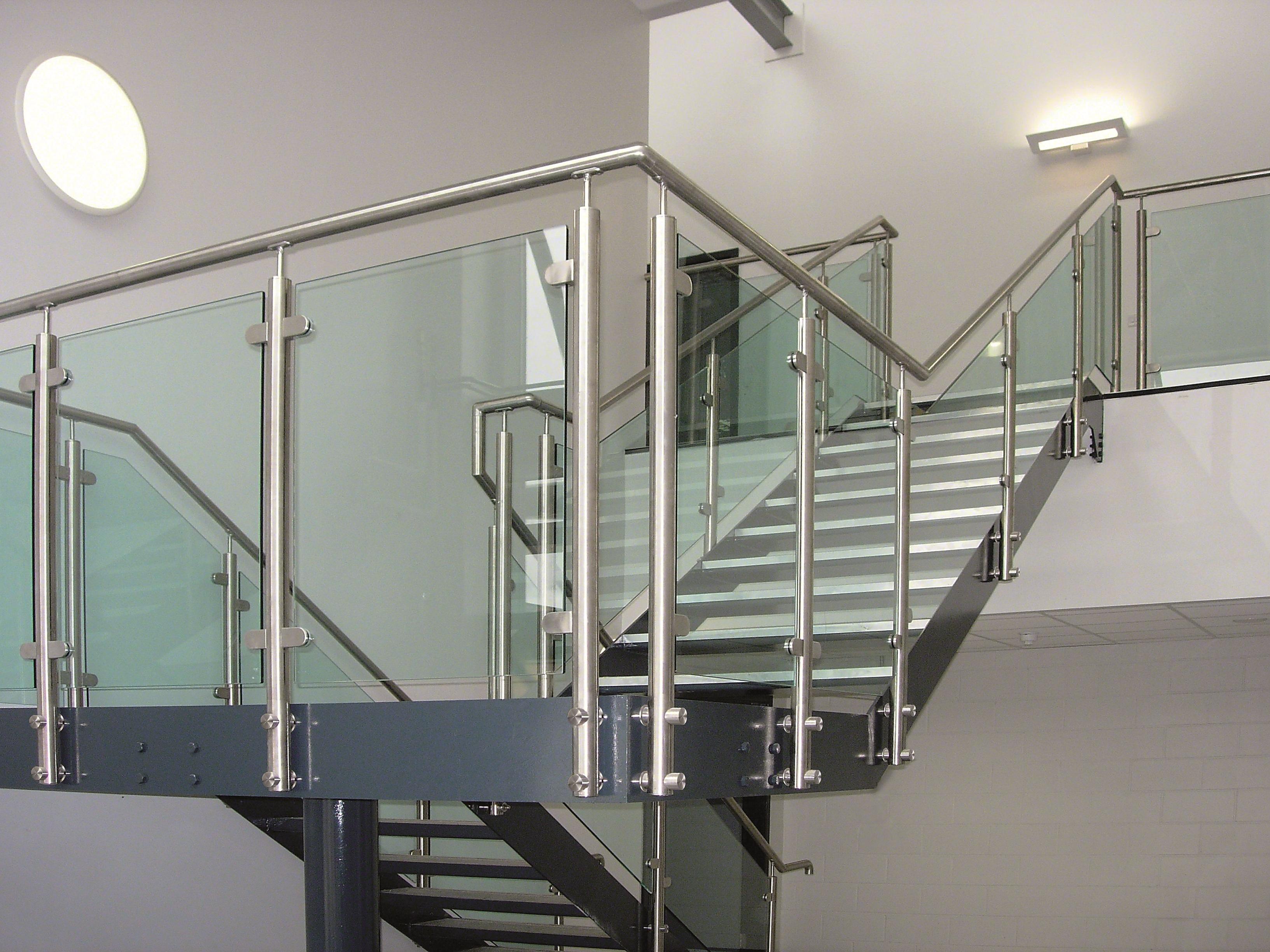 Barandilla de vidrio de pinzas en escalera - Normativa barandillas exteriores ...