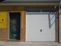 Puerta seccional acanalada lisa Mod.Nova