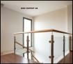 Barandilla de vidrio de pinzas con pasamanos de madera