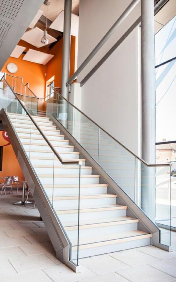 barandilla de vidrio al aire, barandilla easy glass slim para escalera, q-railing