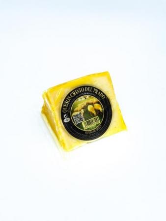 Cuña de queso madurado en aceite