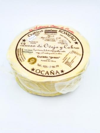 Cuarto de queso de oveja y cabra curado graso