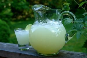 Ingerir al menos 2 litros de líquido al día evita la aparición de arrugas en la piel