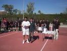 Entrega trofeo al campeón del XVII Open