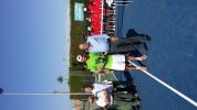 Entrega de trofeo al segundo clasificado, Carlos García, por parte del presidente de la federación Valenciana de Tenis.