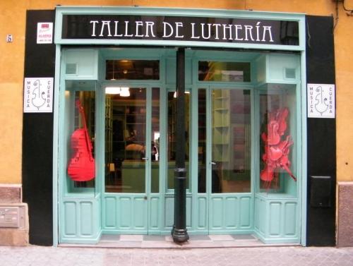 A new Música y cuerda shop location in Sevilla