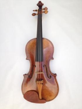 Nº 3. Violín de manufactura. Modelo Guarnerius