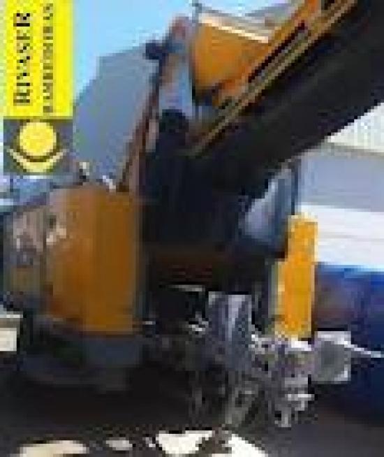 Nueva barredora remolcada por camión para el parque de alquiler