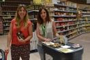 La IGP Espárrago de Huétor Tájar conquista el paladar de consumidores en el Centro Comercial Carrefour de Armilla (Granada)